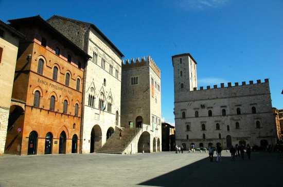 PIAZZA DEL POPOLO - Todi (4605 clic)