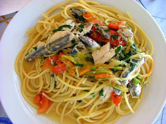 Spaghetti con acciughe e fiori di zucca - Castel di tusa (4190 clic)