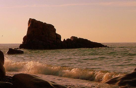 approdati in un isola deserta ... di calma e rilassante - Castel di tusa (2331 clic)