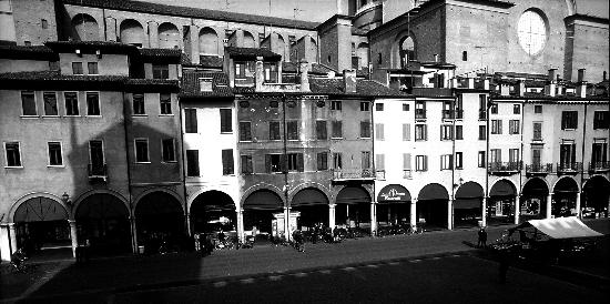 Piazza delle Erbe - Mantova (2368 clic)