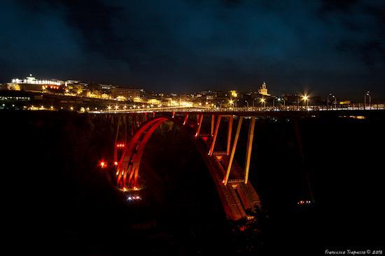 Il ponte in rosso - Catanzaro (4738 clic)