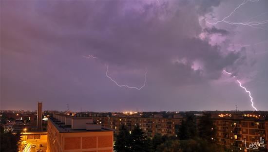 Temporale del 10/07/2011 - Milano (1747 clic)