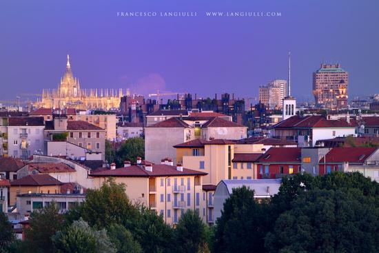 Il Duomo si illumina, inizia la sera. - Milano (904 clic)