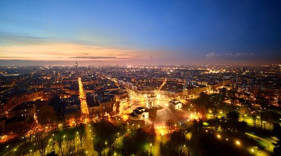 Milano si accende (2429 clic)