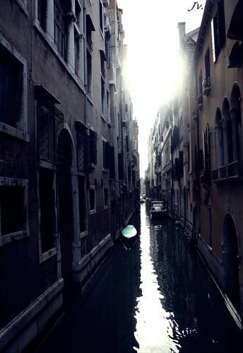 canale veneziano. (715 clic)