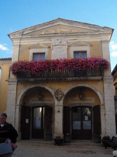 Il vecchio Municipio - Barrea (2513 clic)