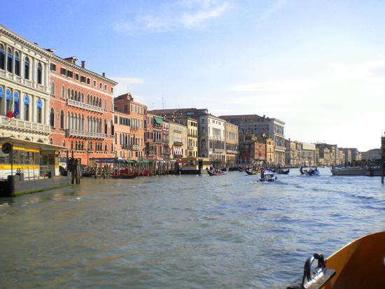 Dal Canal Grande per Calli e Campielli 13 - Venezia (1981 clic)