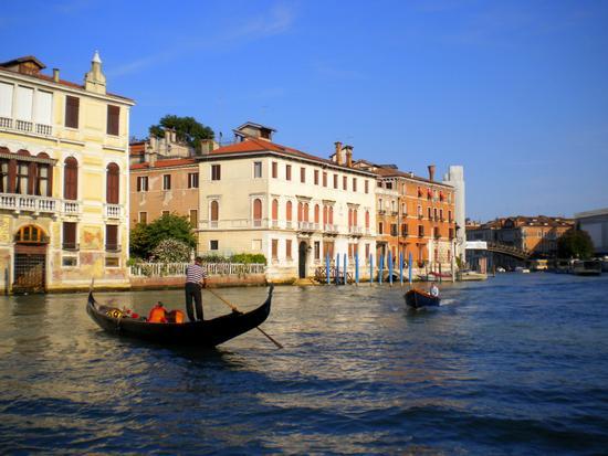 Dal Canal Grande per Calli e Campielli 14 - Venezia (2126 clic)