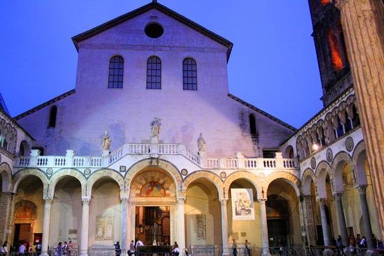 La facciata interna del duomo di Salerno (5004 clic)
