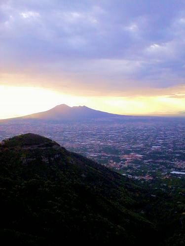Il Vesuvio visto da Ravello (AV) (2028 clic)