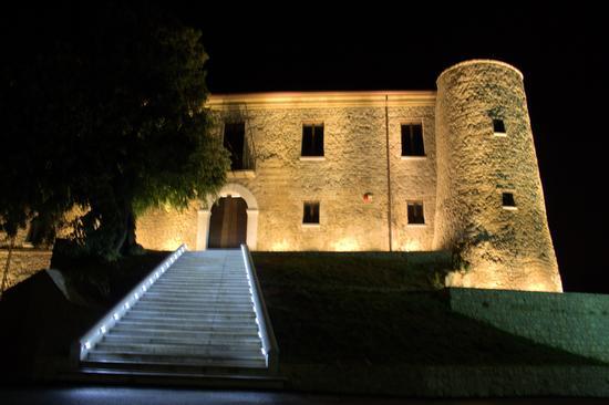 Castello di San Barbato manocalzati (AV) - Avellino (3996 clic)