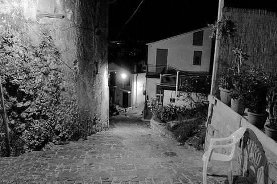 Sedia nel vicolo - Avellino (1980 clic)