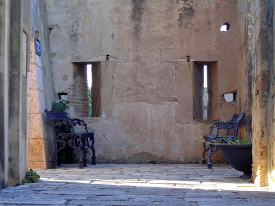 Sedie solitarie - Tropea (2150 clic)