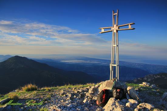 Monte Matanna   Oltre la croce  - Stazzema (977 clic)