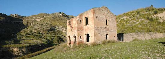 Casello ferroviario - Assoro (2507 clic)