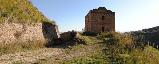 Casello ferroviario - Assoro (2842 clic)