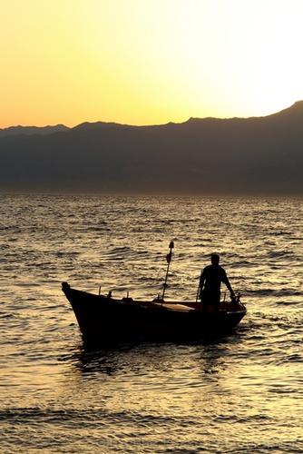 Pescatore al tramonto - Pellaro (1704 clic)
