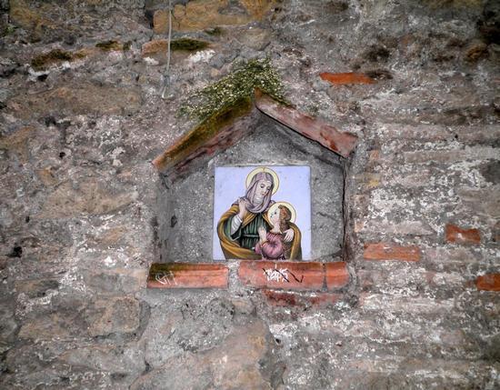 Edicola sul viale del borgo di Capena (2116 clic)