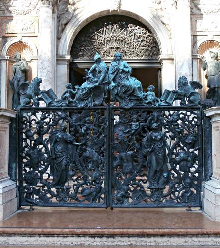 Il cancello in bronzo del Campanile San Marco (Loggetta del Sansovino) | venezia - VENEZIA - inserita il 01-Oct-12