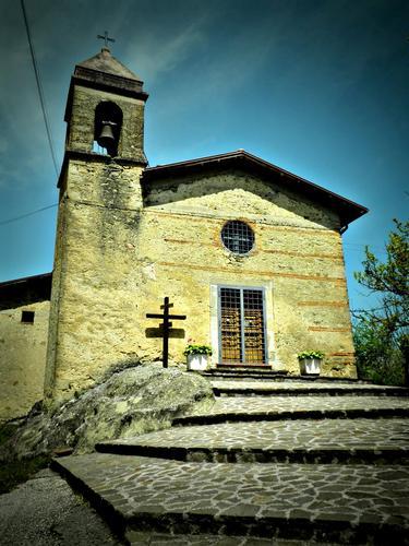 Santuario SS. Trinità -  (vicino Lago del Salto) - Fiamignano (2218 clic)