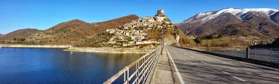 Lago del Turano-Castel di Tora (840 clic)