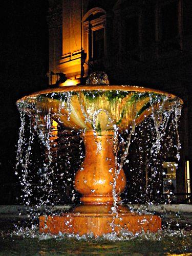 Fontana in Piazza Colonna  - Roma (3143 clic)