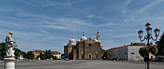 Piazza Prato della Valle - Monastero di Santa Giustina - Padova (1408 clic)