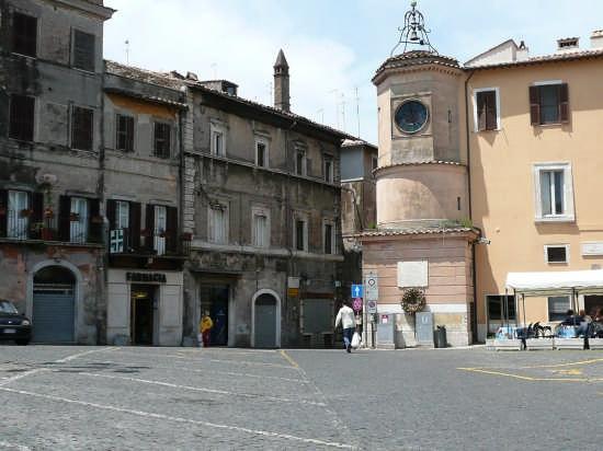 Piazza santa croce - Tivoli (5174 clic)