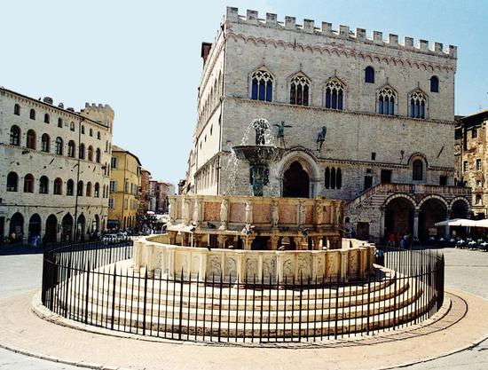 Fontana Maggiore e Palazzo dei Priori - Perugia (2128 clic)