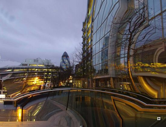 the Gherkin Suiss Re Tower (397 clic)