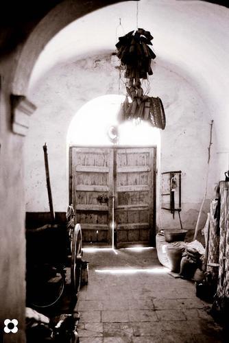 ingresso nel cortile di una masseria  - Modica (1800 clic)