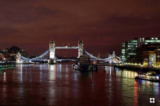 una panoramica del Tower Bridge (371 clic)