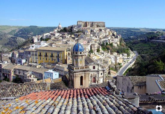 Ibla, in primo piano S. Maria dell'Itria - Ragusa (3144 clic)