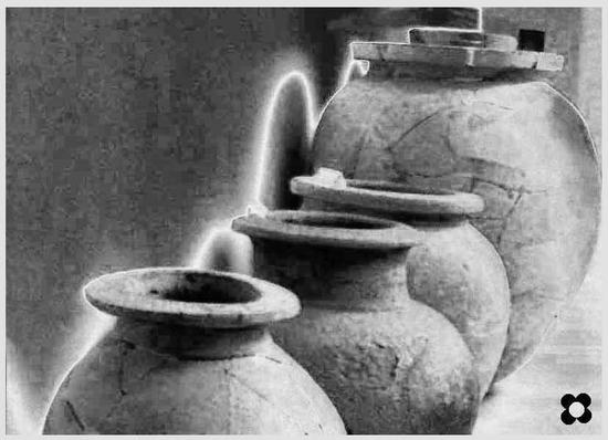 giare nel museo archeologico di Aidone (2588 clic)