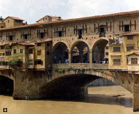 Foto storica del Ponte Vecchio 1966. Sull'Arno, gli allenamenti dei Canottieri Firenze (4227 clic)