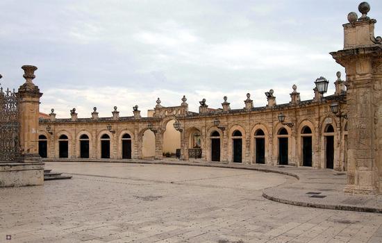 piazza della Basilica di S. Maria Maggiore sec.XVII-XVIII - Ispica (859 clic)