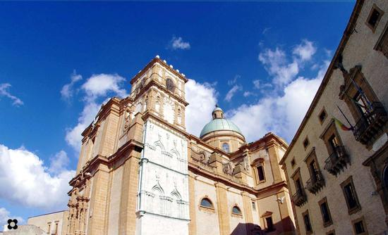 vista parziale del Palazzo Trigona e della Cattedrale - Piazza armerina (3008 clic)