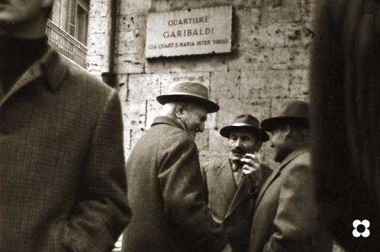 la vita sotto i portici. 1966 - Ascoli piceno (2783 clic)