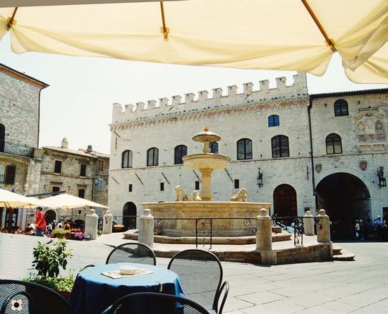 La Piazza del Comune - Assisi (1576 clic)