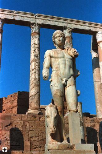 Libia, nell'Anfiteatro Romano di Leptis Magna (931 clic)