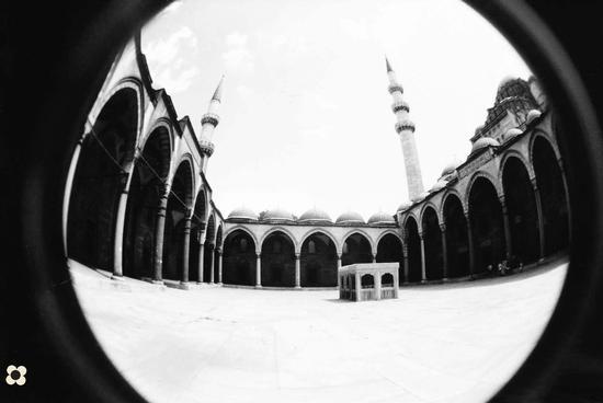 Istambul, Moschea di Solimano il Magnifico, chiostro (777 clic)