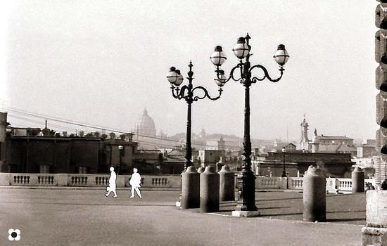 Piazza del Quirinale, sullo sfondo la Cupola di S, Pietro - Roma (1534 clic)