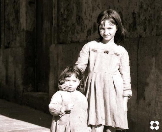 bambine a Siracusa, anni '60 (3153 clic)
