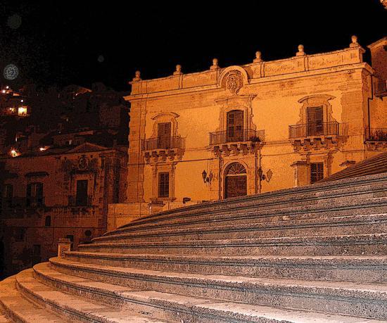 Scalinata di S. Giorgio e Palazzo Polara - Modica (3054 clic)