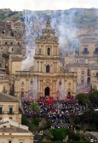 San Giorgio, la chiesa e la festa - Modica (3585 clic)