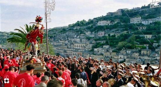San Giorgio,la processione - Modica (1300 clic)