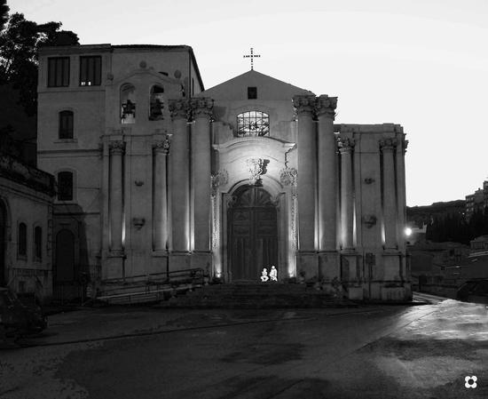 Chiesa Madonna delle Grazie, sagome in relax - Modica - inserita il 08-Mar-17