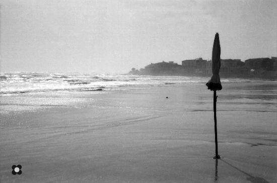 ultimo ombrellone... - Sampieri (1154 clic)