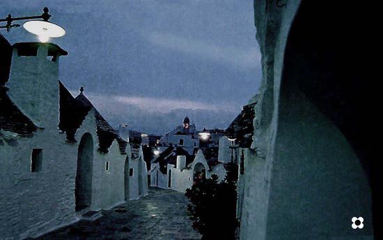 Alberobello dopo il tramonto (1682 clic)