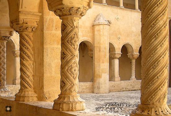 Santa Maria del Gesù: particolare del chiostro - Modica (394 clic)